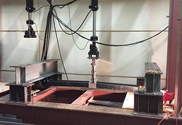 Test with Hydraulic Ram